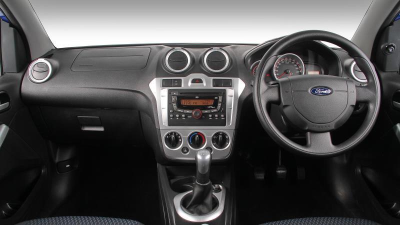 Ford-Figo-interior